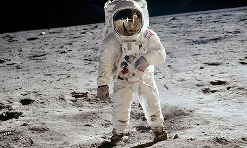 Der erste Mensch betritt den Mond